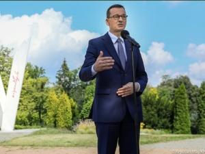 Premier Morawiecki zainaugurował akcję: Nasze barwy narodowe należą do wszystkich