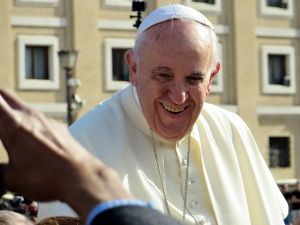 Papież: Krzyża nie nosi się z powodu przesądów ani dla ozdoby