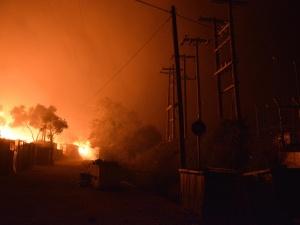 [video] Przerażające sceny z Grecji: Płonie największy w Europie, 4-krotnie przepełniony obóz dla uchodźców