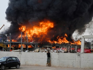 [FOTO, VIDEO] Co tam się dzieje? Bejrut: Potężny pożar w porcie gdzie niedawno doszło do eksplozji