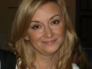 Zapatrzoną w smartfon Martynę Wojciechowską potrącił samochód