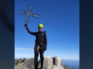 Pozdrowienia z Gerlacha. Szok. Taternik chwali się zdjęciem ułamanego Krzyża z najwyższego szczytu Tatr