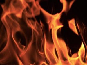 Dramat na Mazowszu. Trzy osoby spłonęły żywcem w samochodzie. Sprawę bada policja