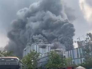 [video] Gigantyczny pożar w laboratorium badawczym Huawei. Placówka testuje anteny 4G i 5G