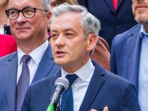 """Biedroń apeluje do prezydenta ws. PrzemysławaCzarnka. """"To niebezpieczeństwo, nieobliczalny facet"""""""