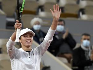 Polka w ćwierćfinale French Open. Świątek pokonała Halep