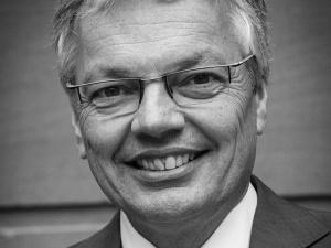 Kpina. Bezczelna odpowiedź komisarza KE ws. polityków powoływanych na sędziów niemieckich trybunałów