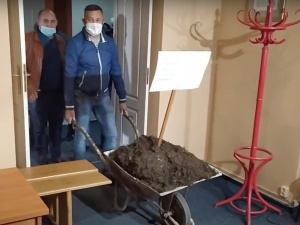 [WIDEO] Obornik w biurze Antoniego Macierewicza. Jest komentarz posła PiS