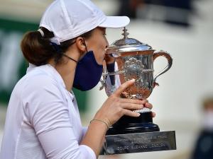 """""""Iga, kocham Cię""""; Jesteś wielka. Co za euforia na Twitterze po wielkim zwycięstwie polskiej tenisistki"""