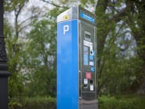 Warszawa zamierza znacznie podnieść ceny parkowania. GW: Rada Warszawy ma urealnić opłaty
