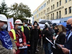 [video] Morski Port Gdańsk: Pod siedzibą zarządu związkowcy protestowali w obronie 300 miejsc pracy