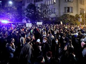 Prof. Gut o protestujących: Jeżeli chcą koniecznie spotkać się zkoronawirusem, to sięspotkają