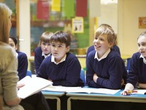 Oświatowa S postuluje wprowadzenie dodatku dla nauczycieli klas I-III i opiekunów w przedszkolach