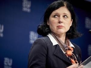 A Vera Jourova ciśnie: Rząd Polski ma dwa miesiące...