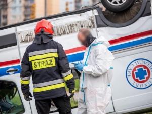 Wypadek karetki, która przewoziła pacjenta z COVID-19. Są ofiary