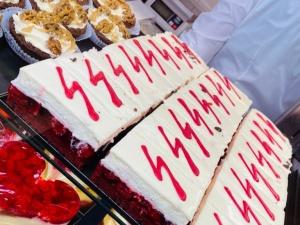 Cukiernia przygotowała ciastka z symbolami... przypominającymi nazistowskie