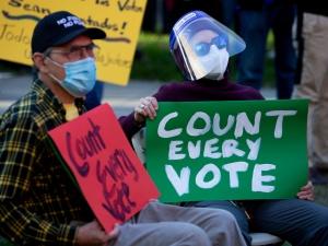 Głosy od nieżyjących wyborców? Być może sztab Joe Bidena tak bardzo chciał wygrać, że trochę przesadził