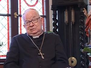 Abp Gulbinowicz otrzymał zakaz uczestnictwa w spotkaniach publicznych i używania insygniów biskupich
