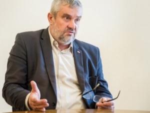 """Samobójstwo polityczne PiS na wsi. Ardanowski ostro o nowej """"piątce dla zwierząt"""""""