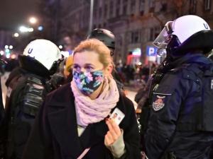 Wobec poseł Barbary Nowackiej użyto gazu. Policja udrożniła Trasę Łazienkowską