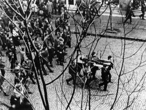 Francja: W dzienniku L'Opinion o 50. rocznicy Grudnia'70 i 39. rocznicy stanu wojennego
