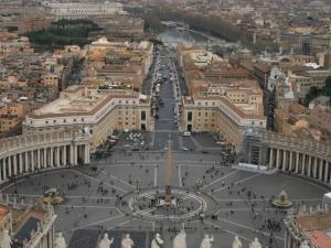 [FOTO] Najbrzydsza stajenka w historii. Wybudowana w Watykanie szopka świąteczna budzi kontrowersje
