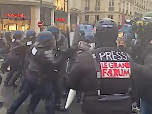 [video] W wielu miastach Francji demonstracje przeciwko ograniczeniu wolności obywatelskich