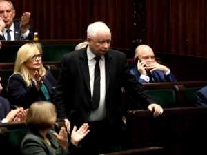 Polityk PiS: Kaczyński powiedział, że wyrzuci z rządu każdego, kto się nie zaszczepi