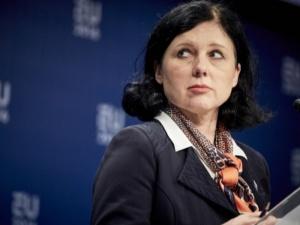 Jourova straszy: Komisja Europejska zajmie się Polską i Węgrami