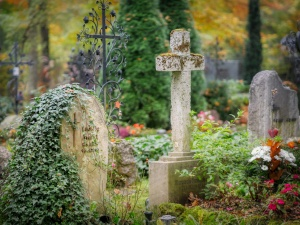 Świadczą o zdziczeniu społeczeństwa. Kolejne profanacje chrześcijańskich nagrobków we Francji