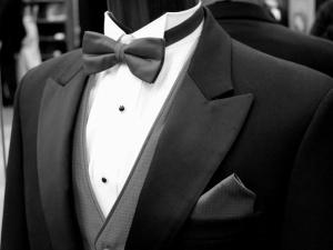 Krawat czy muszka? 4 pytania, które warto sobie zadać przed wyborem