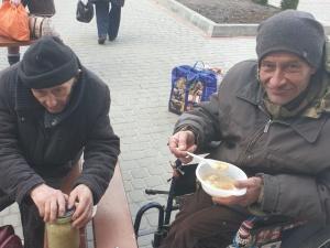 Bezdomni Polacy we Lwowie. Pomagają im katolicy