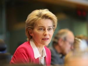 Polska chce zamówić szczepionki poza unijnym kontraktem. Ostra odpowiedź Von der Leyen