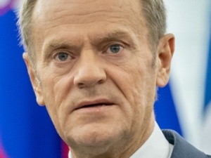 """""""Donald T.? Brzmi obiecująco."""" Tarczyński kpi z wpisu Tuska"""