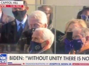 [VIDEO] Clinton zasnął podczas przemowy Bidena? Prawicowy publicysta kpi z inauguracji
