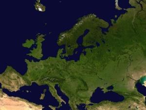 Mimo kampanii szczepień Europa przedłuża restrykcje