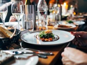 Prezes PFR: Otwarcie placówek gastronomicznych możliwe w maju
