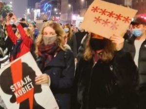 Zróbmy im piekło. Strajk Kobiet wściekły po publikacji TK ws. aborcji
