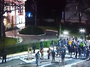 [video] Strajk Kobiet się wściekł, ale zdaje na razie mało kogo to obeszło. Pierwsze nagrania sprzed TK