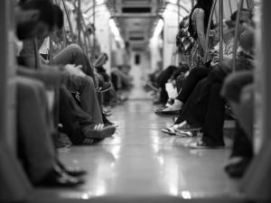 Atak nożownika w brukselskim metrze. Są ranni