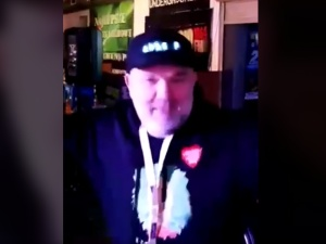 """[Video] Żenada... Radny tańczył i śpiewał """"j**ać PiS"""". Nagranie wysłał działaczce PiS"""