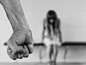 Scena brutalnego gwałtu w polskiej książce. Wydawnictwo i autor przepraszają