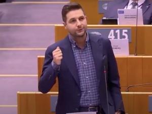 """[Video] """"Kto wam dał prawo do decydowania, które życie jest lepsze, a które gorsze"""". Mocne wystąpienie Jakiego w PE"""