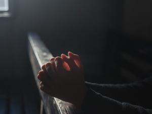 Znany aktor walczy z koronawirusem. Jego żona pojechała modlić się o zdrowie na Jasną Górę