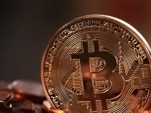 Polacy ulokowali w nich około... 3 miliardy złotych. Czym są kryptowaluty? Czy da się na nich zarobić?