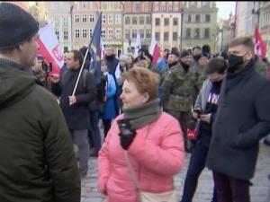 Poznań: Trwa marsz przeciwników obostrzeń.Żądają dymisji rządu