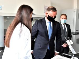 Prezydent: Trzymam kciuki za badania nad polskim preparatem przeciwko koronawirusowi