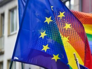 Ogłoszenie UE strefą wolności LGBTIQ, w czasie gdy na COVID-19 umarło 740 tys. osób, to jedna wielka porażka