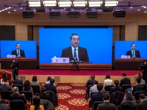 """Szef chińskiego MSZ: Sprzeciwiamy sięnacjonalizmowi szczepionkowemu"""""""