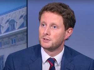 Un secrétaire d'Etat de Macron diffuse des fake news et déclenche un scandale en Pologne